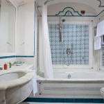 grand-hotel-royal-bathroom-group-classic-and-sea-view-02 - kopia