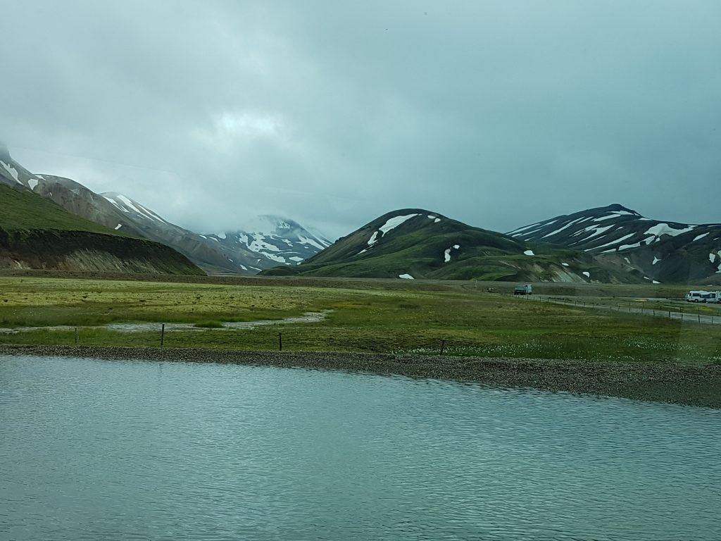 Vägen till Rhyolitfjällen i Landmannalaugar