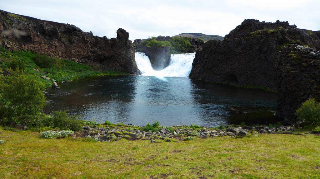"""Vattenfallet Hjálparfoss """"det hjälpande vattenfallet"""""""