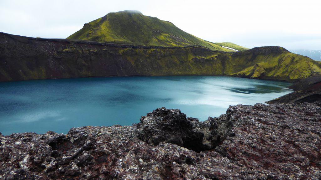 Hnausapollur crater lake