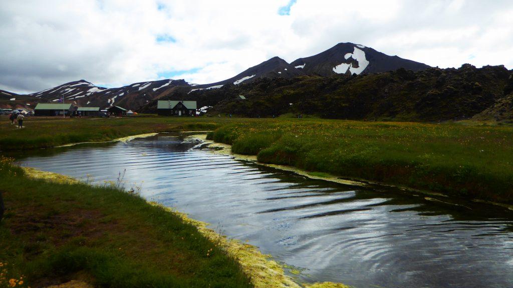 Varm källa vid Rhyolitfjällen i Landmannalaugar